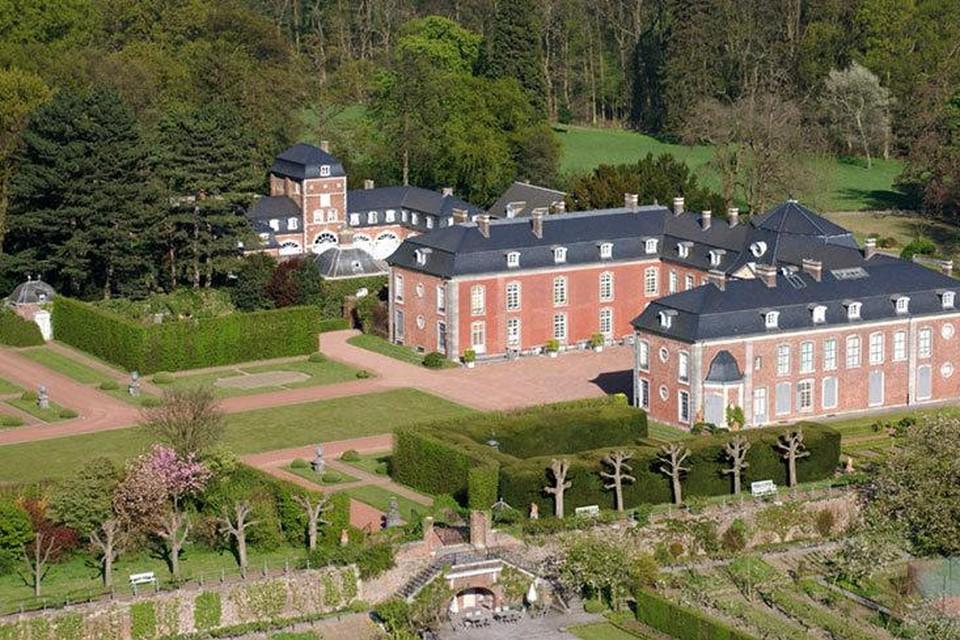 Het kasteel van Hex zwaait dit weekend de poorten open voor het jaarlijkse tuin- en plantenfestival.
