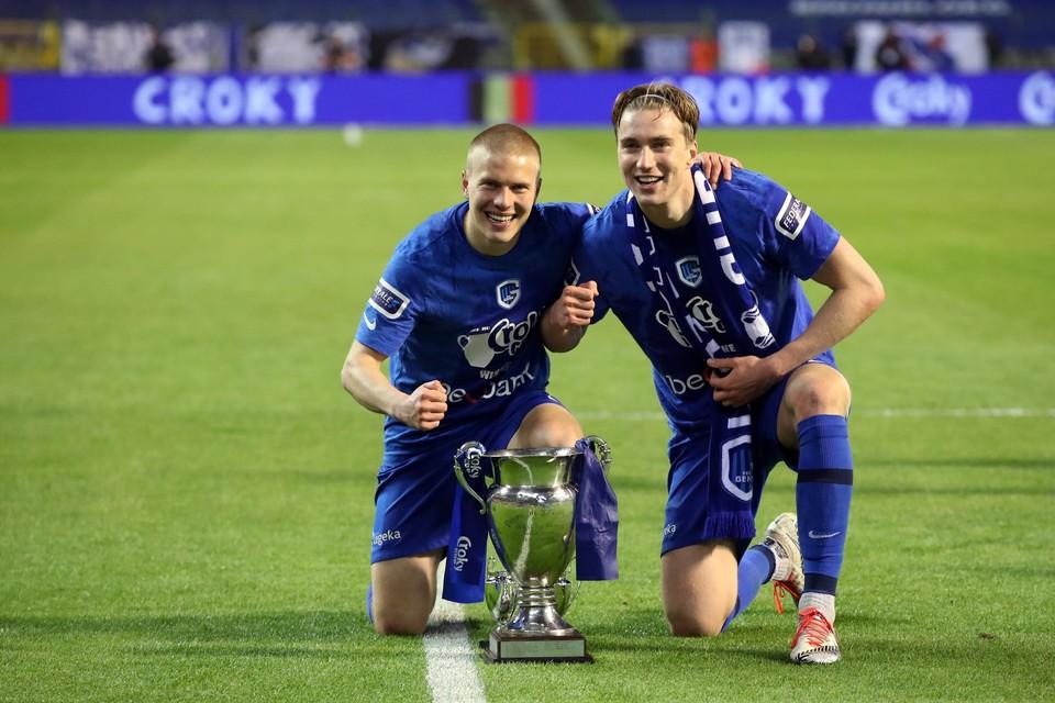 Jere Uronen (links) met Kristian Thorstvedt: ook deze trofee staat eindelijk in de Finse prijzenkast.