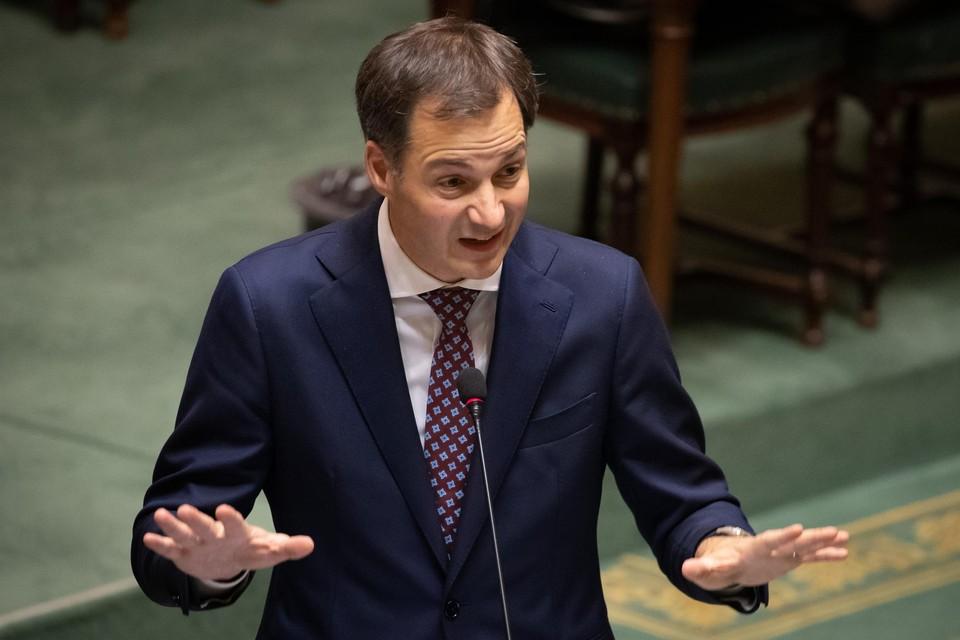 """""""Het niveau van de besmettingen is zo hoog dat we er alles aan moeten doen om onze niet-noodzakelijke contacten te beperken"""", zei premier De Croo (Open Vld) donderdagmiddag in de Kamer."""