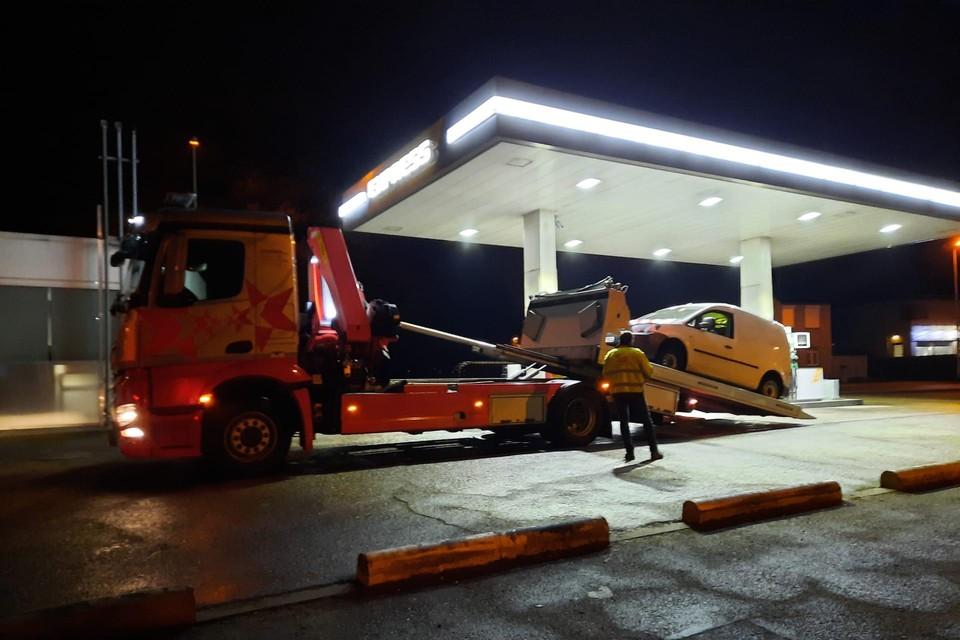 De auto van de Beringen werd getakeld.