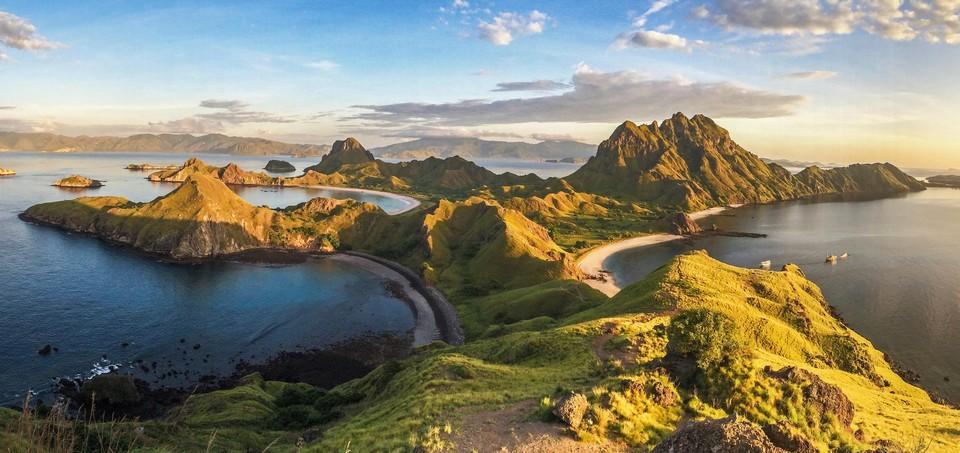 Pemandangan pulau dari udara.