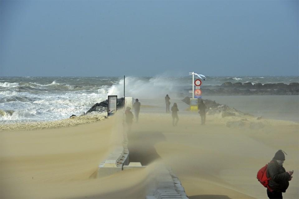 Daags na storm Ciara (hier in Oostende) staat storm Dennis voor de deur