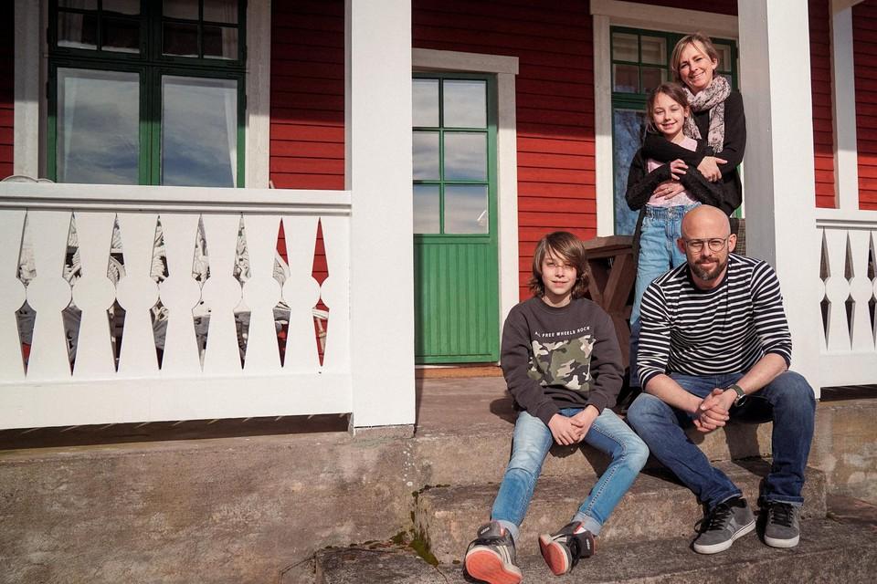 Het gezin kan ondertussen goed zijn draai vinden in Zweden.