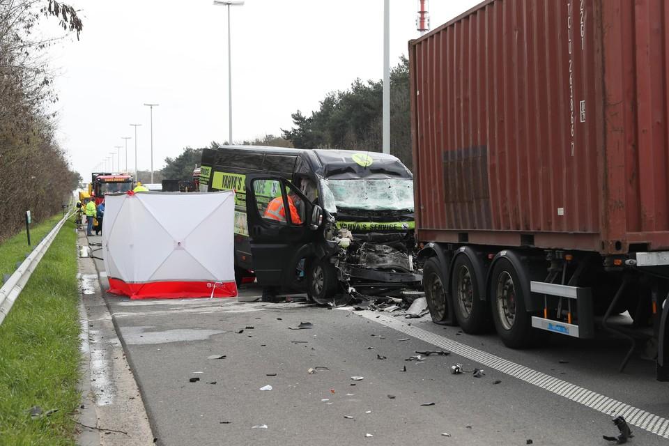 Bij de wegenwerken op de E313 in Westerlo gebeurden afgelopen maand negen verkeersongevallen, waarvan twee met een dodelijke afloop.