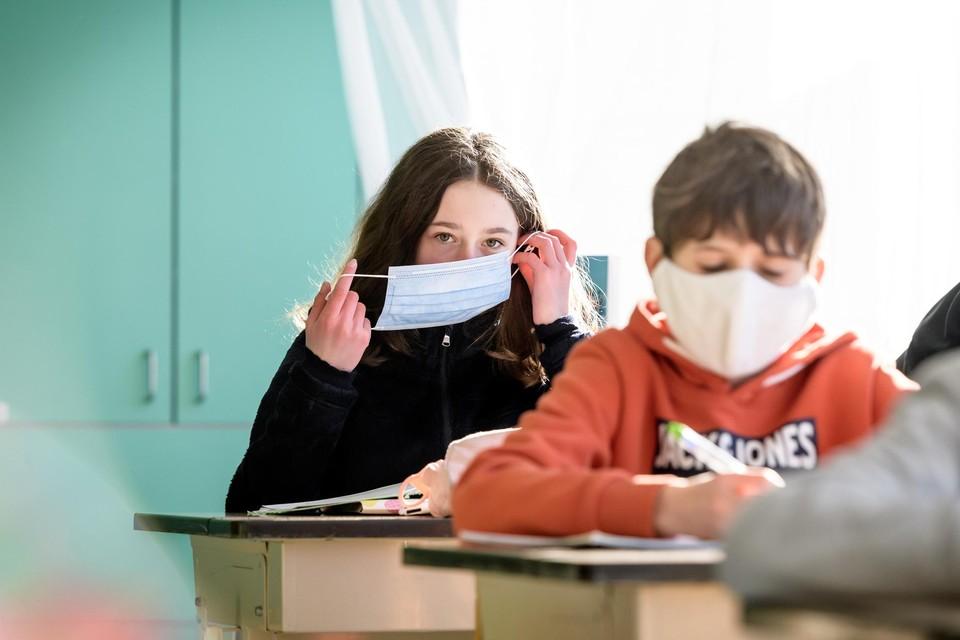 Mondmaskers blijven belangrijk op school.