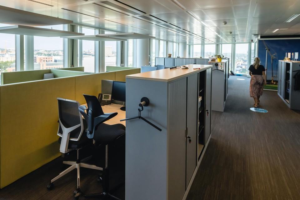 Weinig mensen op kantoor en de ventilatie correct instellen kan de verspreiding van corona mee tegengaan.
