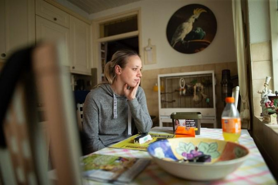 Tahnee Dammers in de keuken waar ze werd overrompeld door twee jonge mannen.