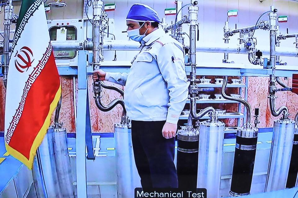"""Zaterdag nog, op Irans """"nationale dag van de nucleaire technologie"""" werden op de site nieuwe centrifuges opgestart."""