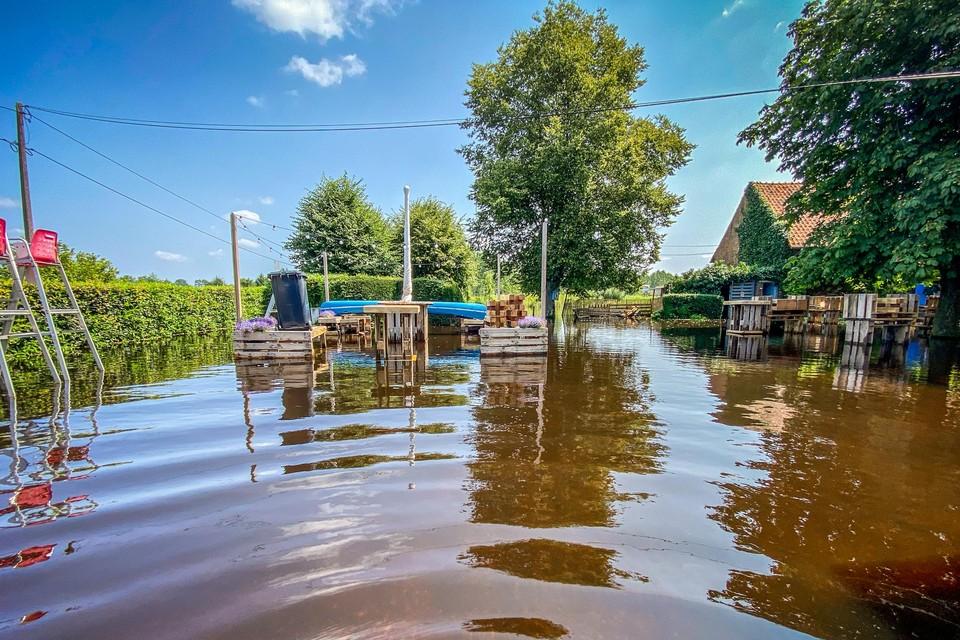"""Zomerbar De Grote Molen in Lummen sloot half juli al de deuren na de zware regenval. """"Met het wisselvallige weer de weken daarna had opnieuw opendoen weinig zin meer."""""""