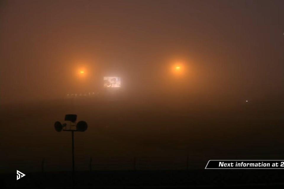 De 24 Uur van de Nürbürgring werd zaterdagavond stilgelegd omdat de hevige mist racen onmogelijk maakte.
