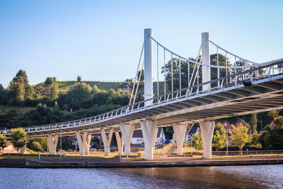 De kenmerkende hangbrug over het Albertkanaal is het startpunt van de wandeling
