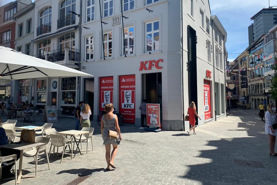 Officieel opent KFC in Hasselt pas op 11 augustus, maar iedereen kon er al (even) gratis komen proeven.