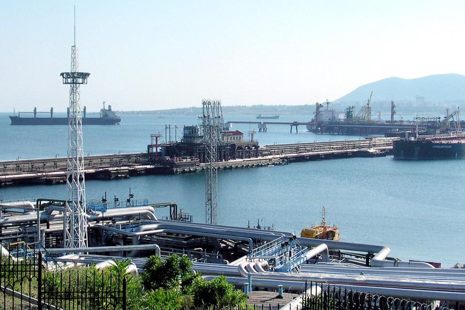 De oliehaven in de Russische grootstad Novorossijsk