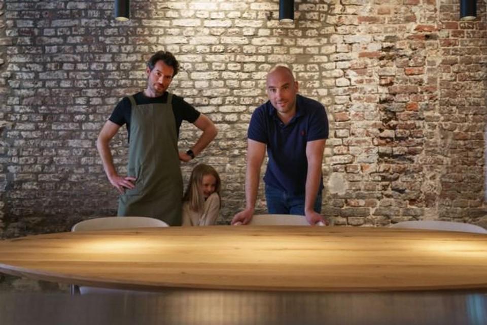Gilbert von Berg met zijn dochtertje Louke en neef Sander Verhoeven in het nieuwe restaurant Studio.