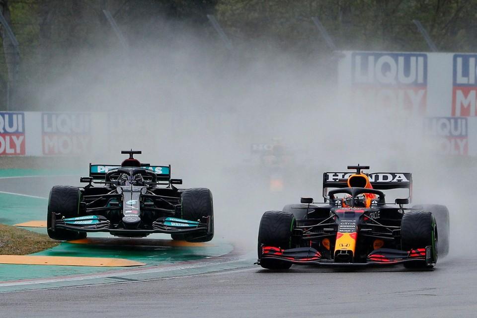 Hamilton en Verstappen aan het werk in Imola, afgelopen weekend.