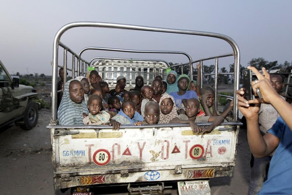 Archiefbeeld: vrouwen en kinderen door het Nigeriaanse leger gered van Boko Haram.