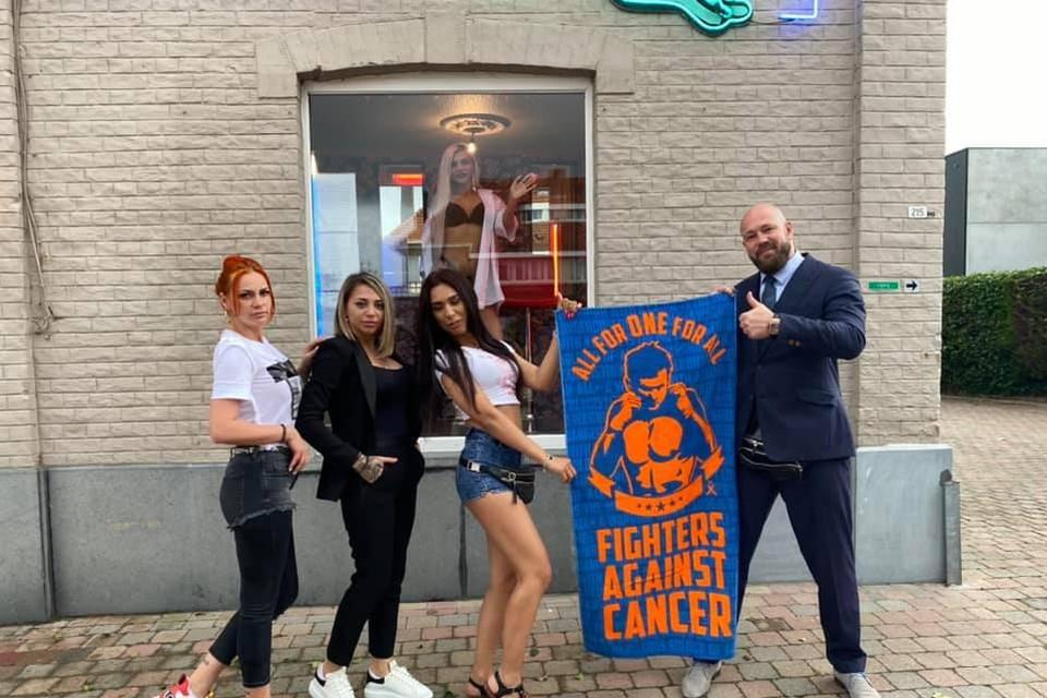 De dames van Cats sponsoren Fighters Against Cancer