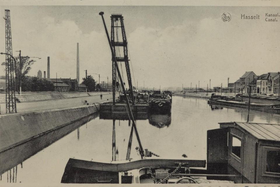 De Kanaalkom in Hasselt heeft een grondige metamorfose ondergaan sinds de jaren 50, van industrieel centrum tot recreatieve zone en woongebied.