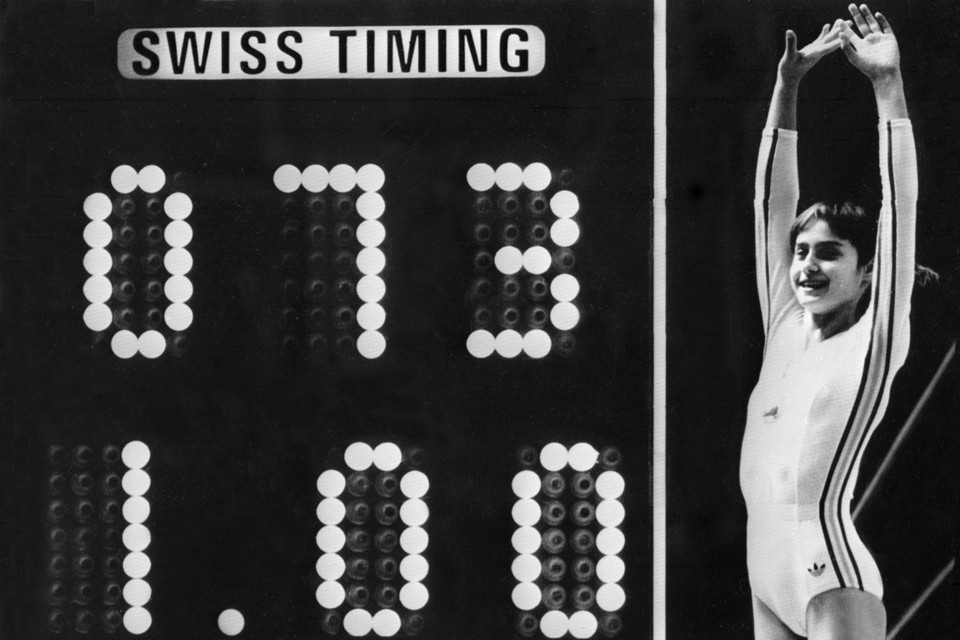 De iconische foto van Nadia Comaneci in Montreal. De 10 ging niet op het scorebord.