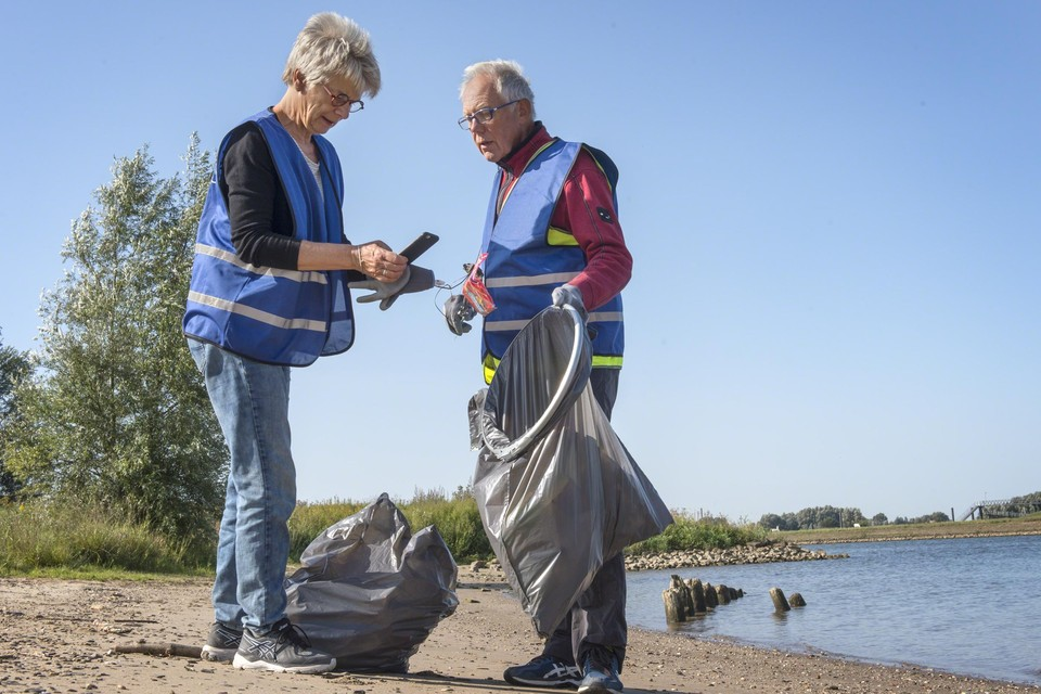 Dit voorjaar brachten 1.200 vrijwilligers opnieuw het afval langs de Nederlandse rivieren in kaart, inclusief de Belgische Maasoevers.