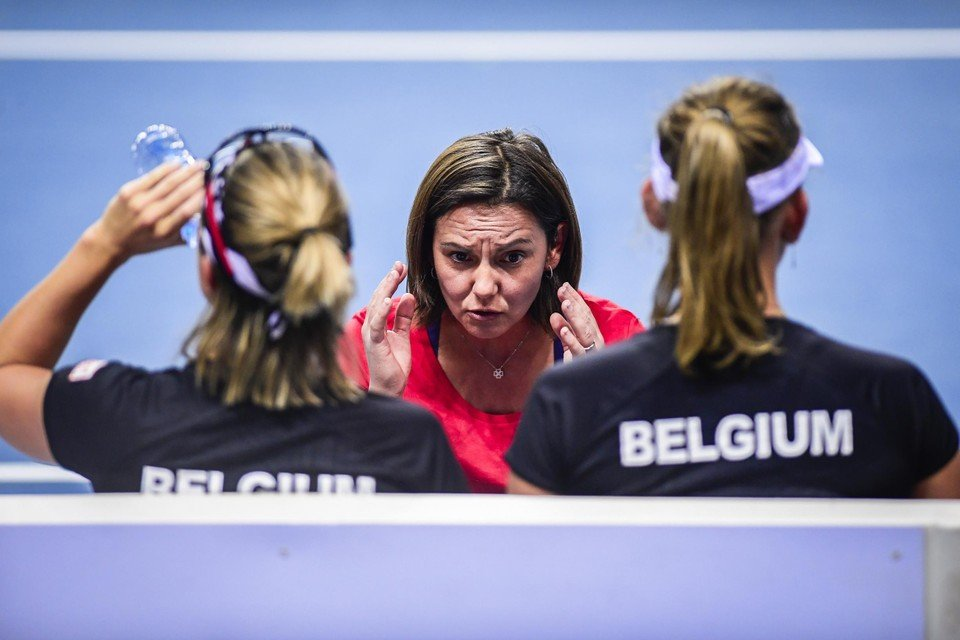 Monami (centraal) als coach van het Belgische Fedcup-team.