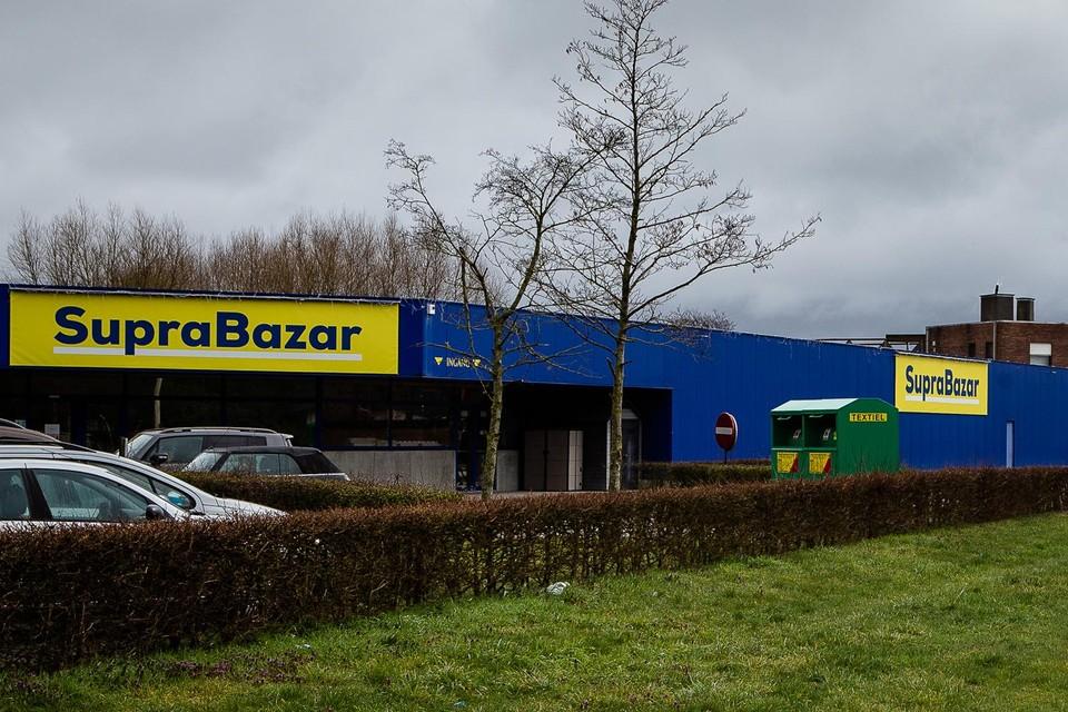 De Supra Bazar in Lievegem. De groep van de familie Vanhalst telt vijf dergelijke megastores in West- en Oost-Vlaanderen.