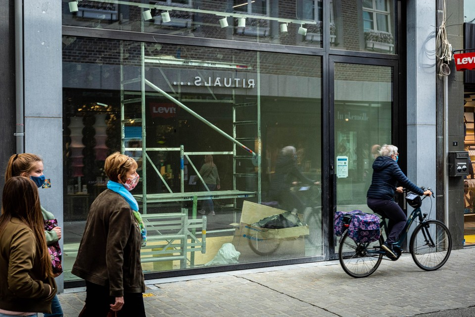 In dit pand in de Hoogstraat zal de nieuwe CKS-winkel binnenkort terug te vinden zijn.