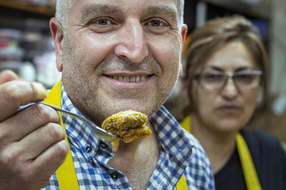 Ook bij bakkerij Gülizz in Houthalen kan je de mierzoete Turkse lekkernij afhalen.