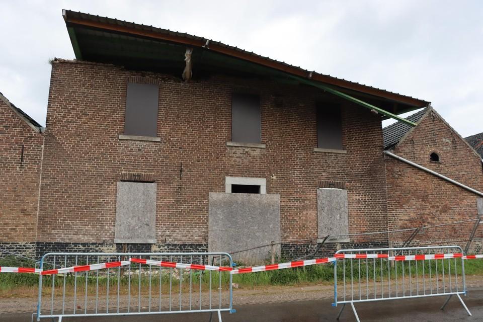 Het dak van het bekende huis van de familie van auteur Georges Simenon waaide bijna van de buitenmuren.