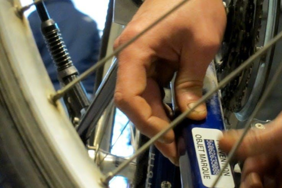Je kan je fiets dinsdag gratis laten graveren tijdens de dinsdagmarkt op het Speelhof in Borgloon.