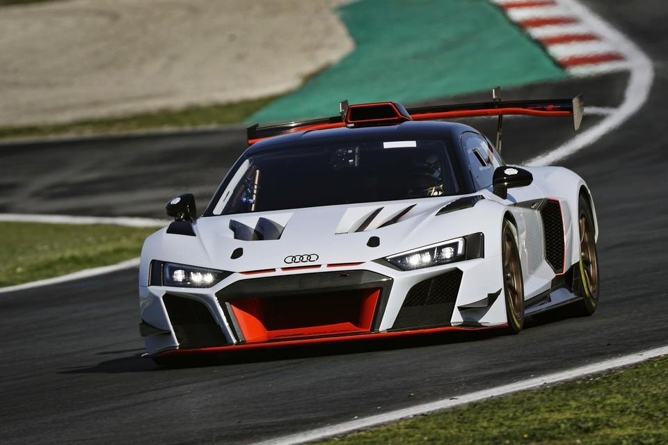 De Audi R8 van Peter Guelinckx en Bert Longin komt uit in de nieuwe GT2.