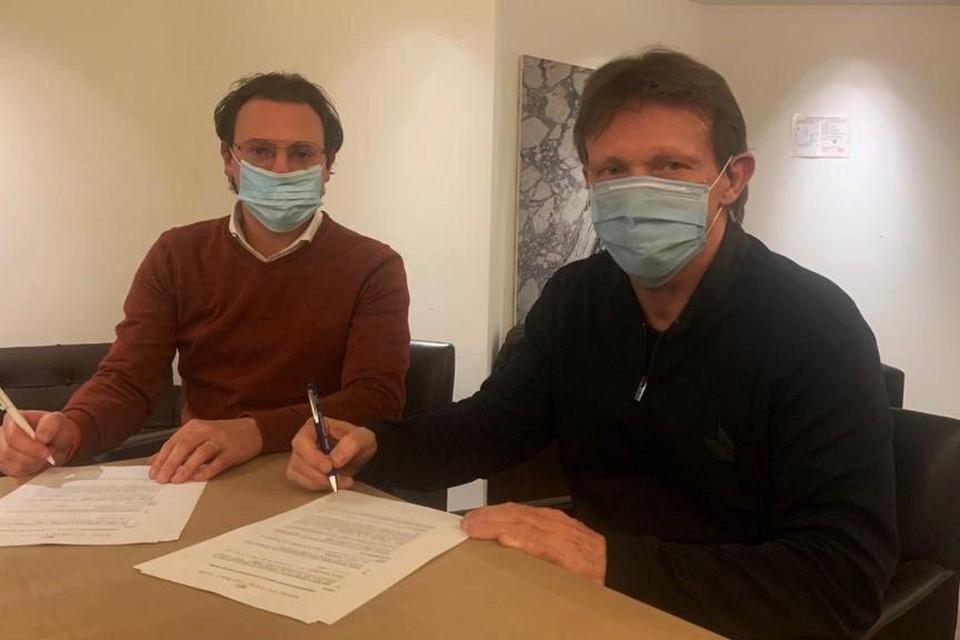 Antwerp-manager Sven Jaecques en Frank Vercauteren tekenden maandagavond laat het contract, dat loopt tot eind dit seizoen.