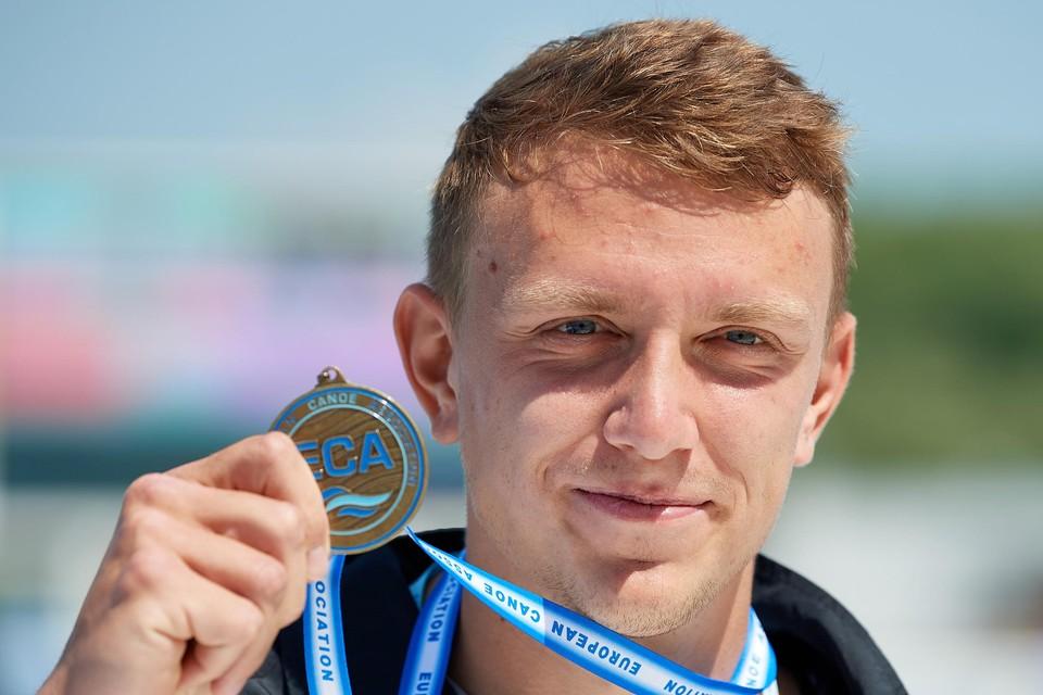 """Artuur Peters pronkt met zijn bronzen plak. """"Mijn eerste grote medaille bij de seniors."""