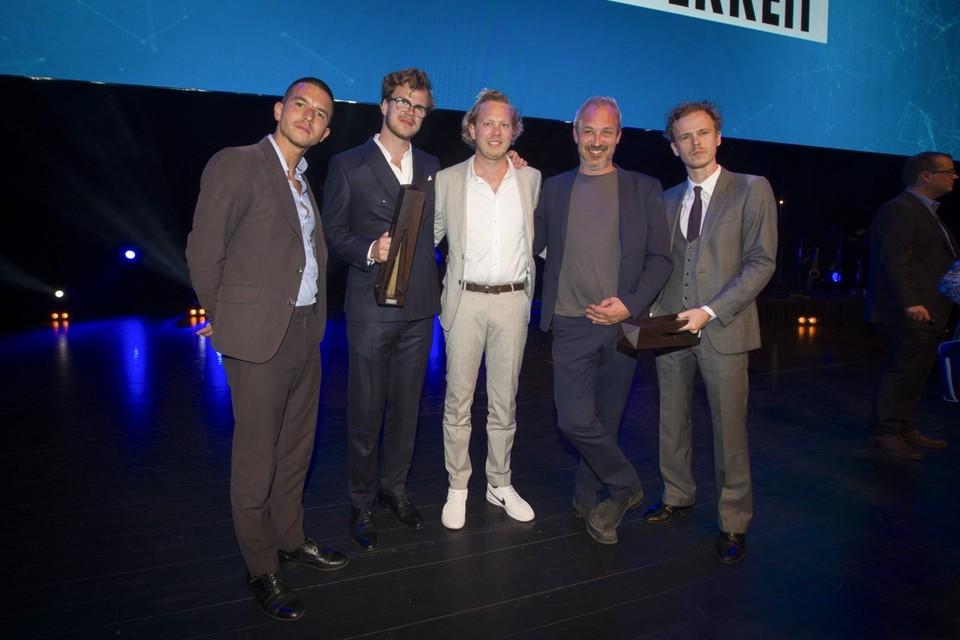 <P>De Callboys, winnaar van de publieksprijs, en regisseur Jan Eelen.</P>