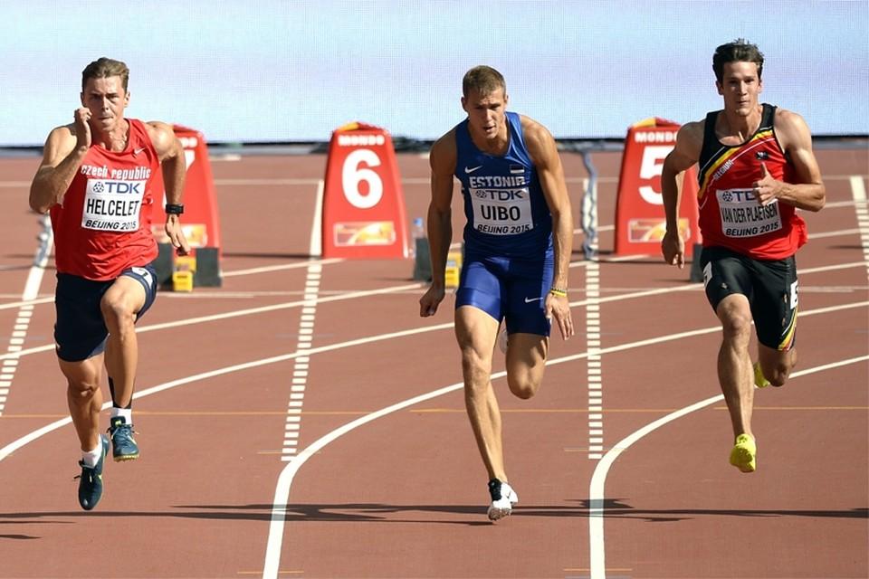 Niels Pittomvils (links) en Thomas Van der Plaetsen (rechts) tijdens de 100m van de tienkamp.