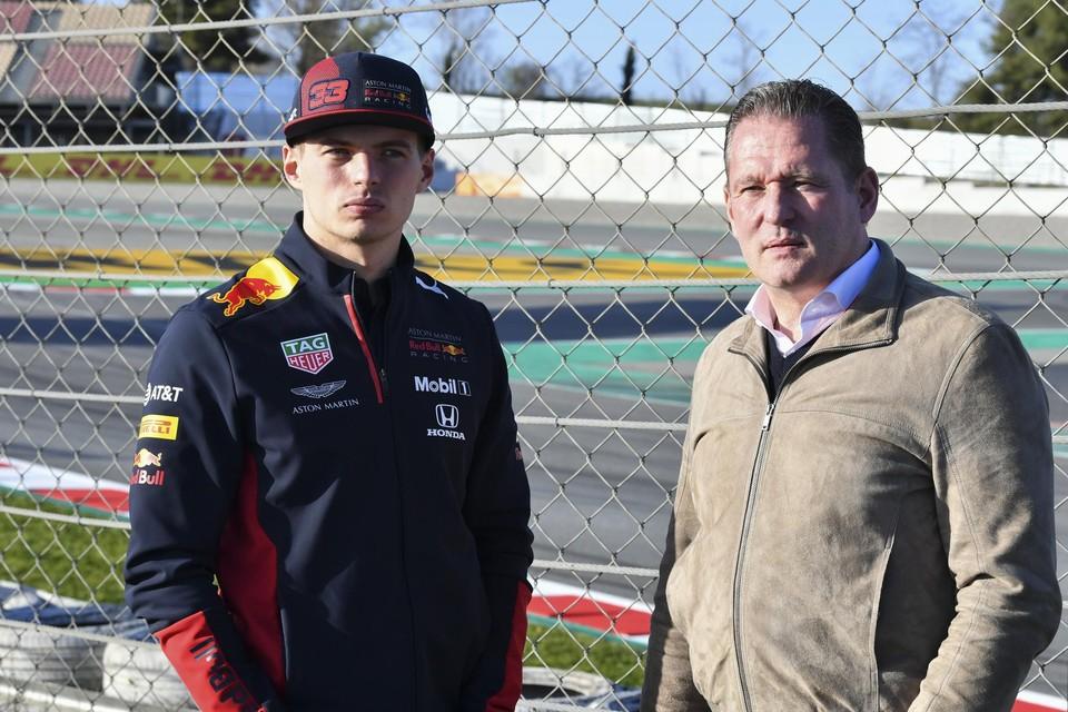 Jos Verstappen, naast zijn zoon Max, gaat de race helm ook weer opzetten.