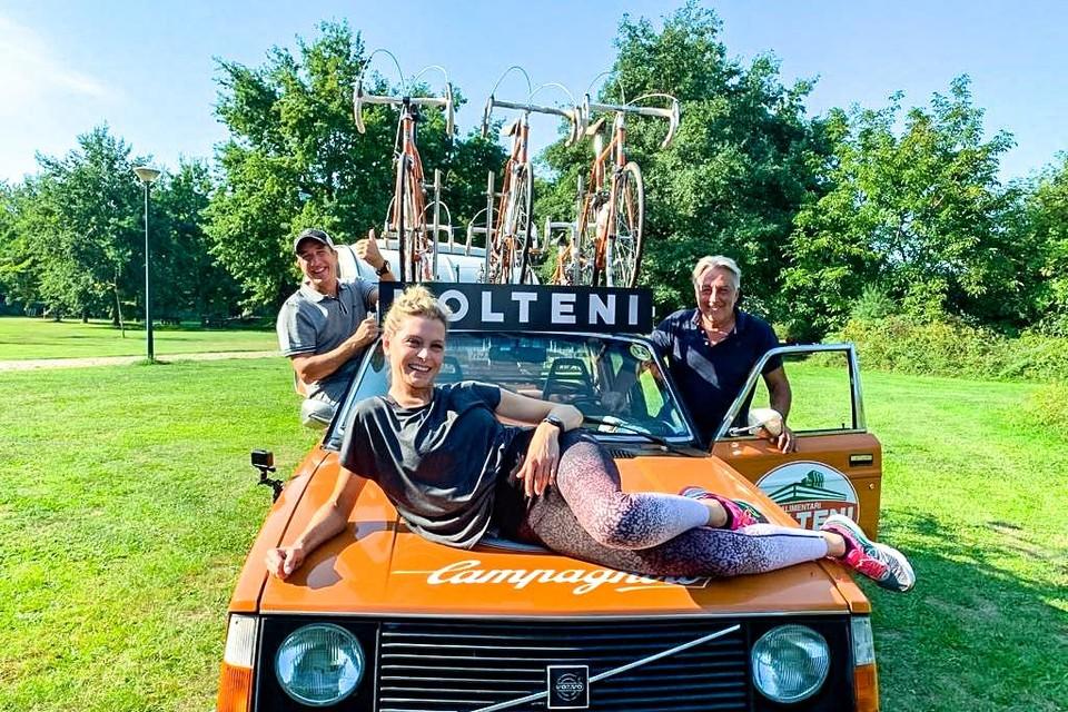 Eddy Planckaert komt Andy Peelman en Dina Tersago aanmoedigen tijdens hun trainingen.