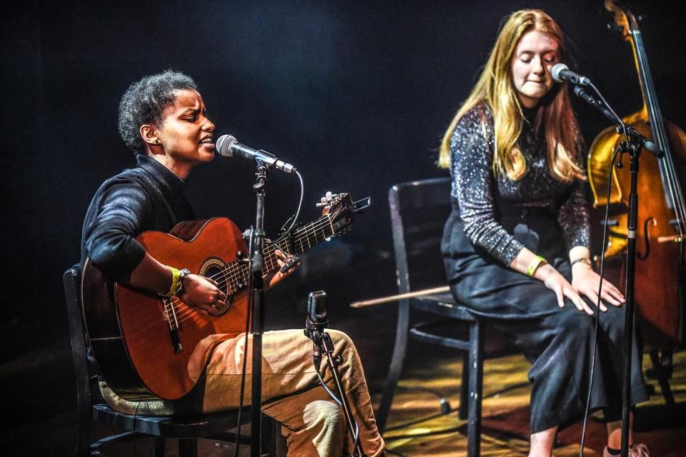 Singer-songwriter Meskerem Mees schoot de hoofdvogel af.