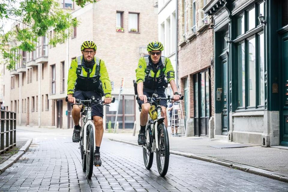 Minister Annelies Verlinden wil de politie aanmoedigen om maximaal aan sport te doen.
