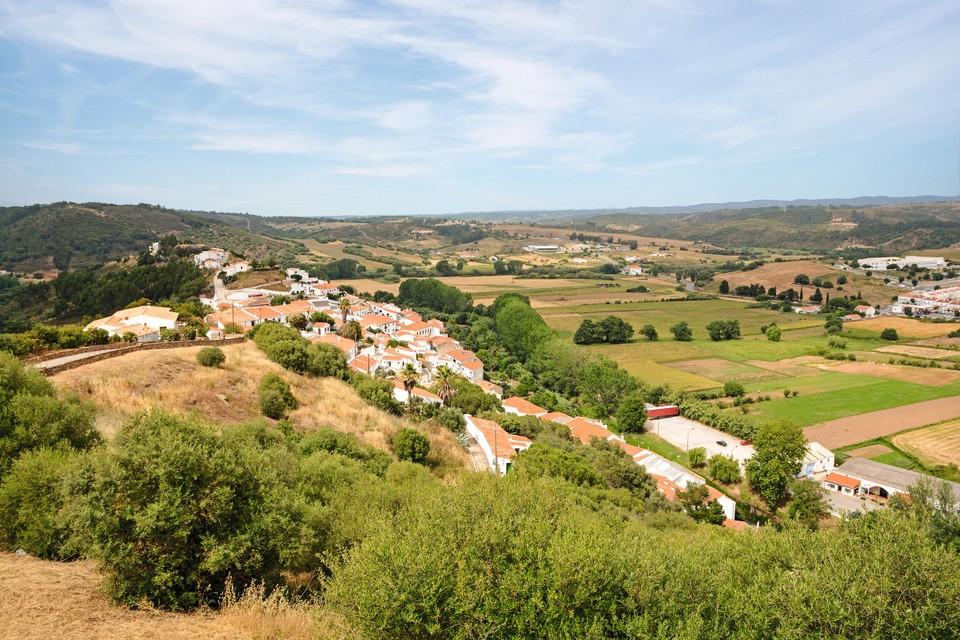 De Portugese Algarve kleurt op de kaart oranje. Andere delen van het land zijn rood of groen.