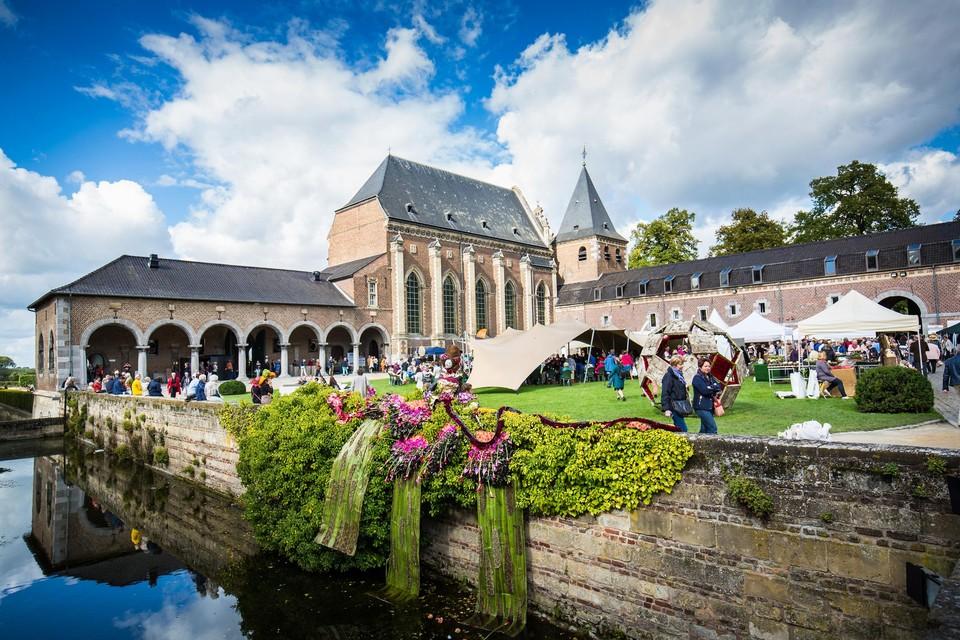 Nog tot en met maandag kan je in Alden Biesen naar een kleinere versie van het populaire bloemenfestival FleurAmour.