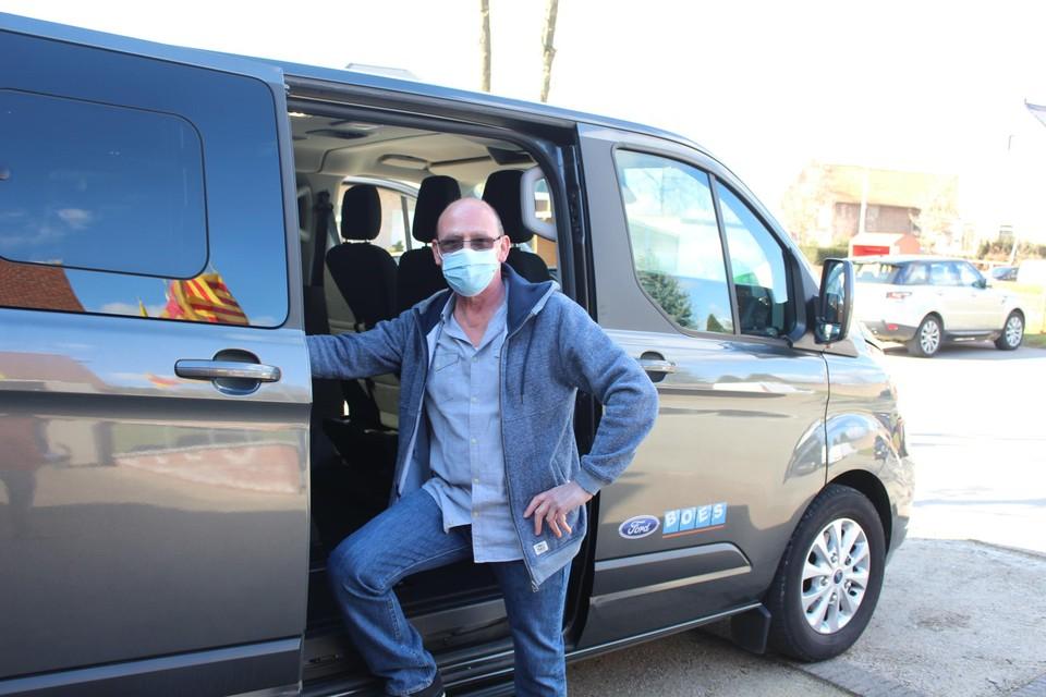 Ludo Vandevoorde is één van de vrijwilligers die met het 'Covidbusje' rondrijden