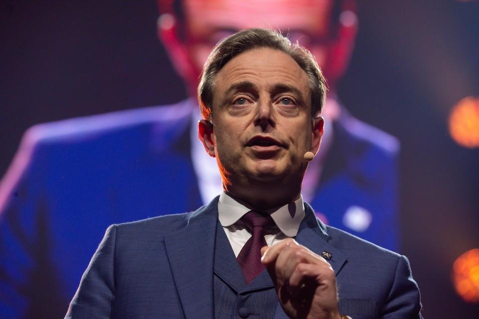 """Volgens Bart De Wever ligt zijn partij van twee kanten onder vuur. """"Dat is ontmoedigend en dat wordt nog bikkelhard."""""""