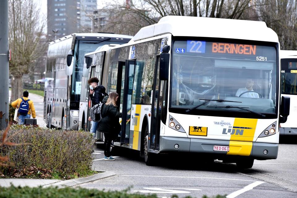 De kans is groot dat de bussen van De Lijn maandag in Limburg niet uitrijden.