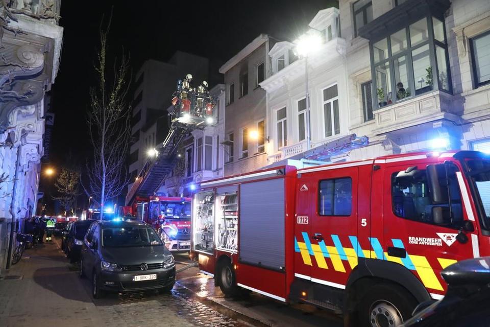 De brandweer kwam ter plaatse, maar kon de vrouw niet meer redden.