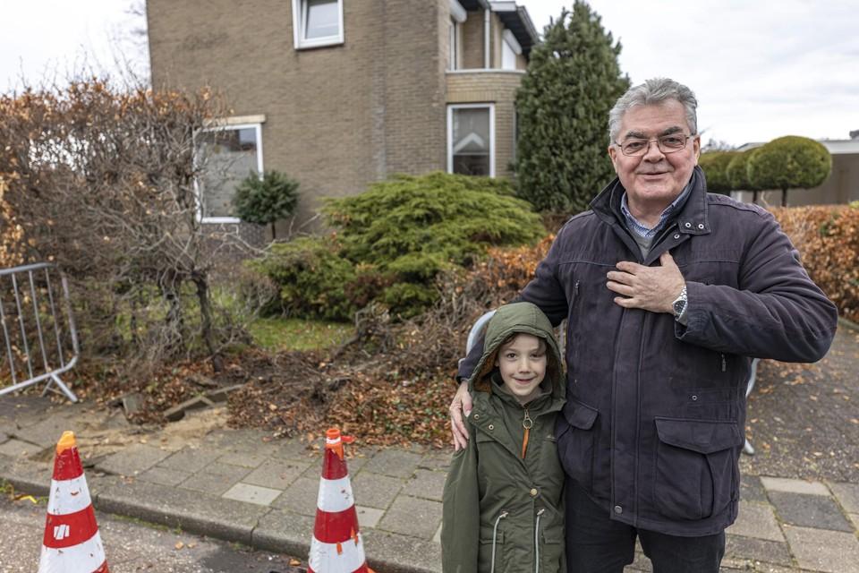 Fred Willems met kleinzoon Sam.