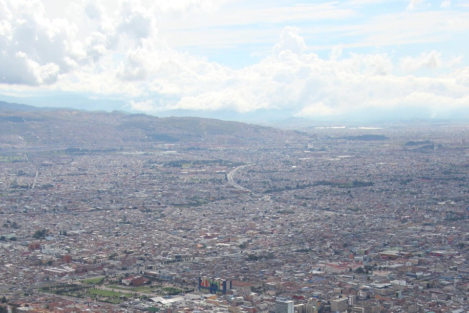 Een blik op Bogotá, een gigantische metropool.