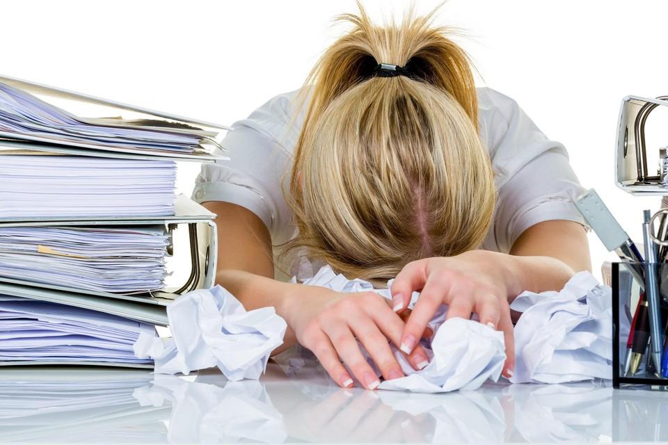 Vooral bedienden, vrouwen en jongere werknemers vallen uit door burn-out, depressie of angststoornis.