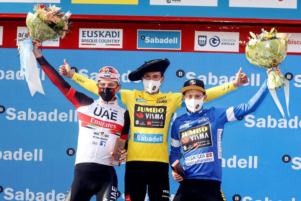 Tadej Pogacar, Primoz Roglic en Jonas Vingegaard op het podium van de Ronde van het Baskenland.