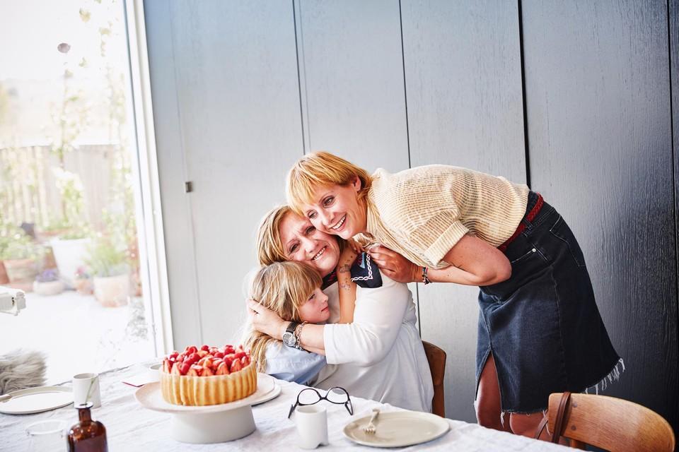 Sofie Dumont viert Moederdag met haar mama en dochtertje Grace.